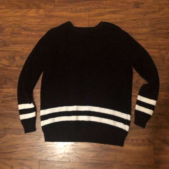 Forever 21 Sweaters - Forever 21 bulky sweater size small worn once